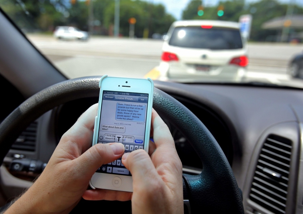 5 reasons for a cell phone policy at work and distracted driving app